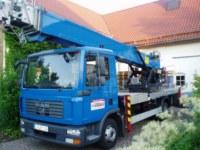 Ein blauer Dachdeckerkran