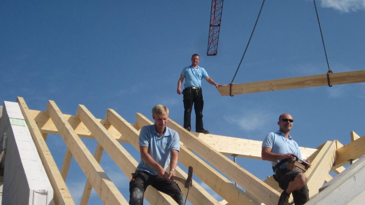 Ein Dachstuhl wird konstruiert