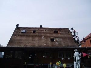 Das Hannig Team auf dem Dach bei der Arbeit