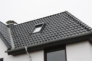 Schwarzes Dach