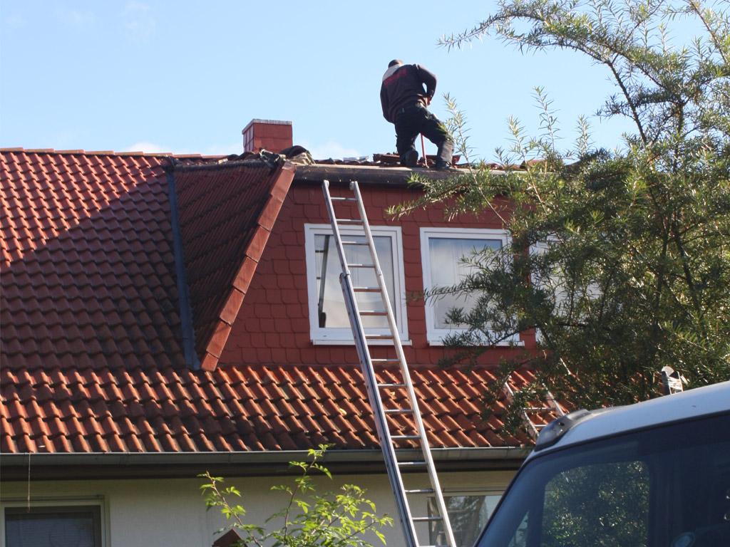 Arbeiten am Dach werden druchgeführt